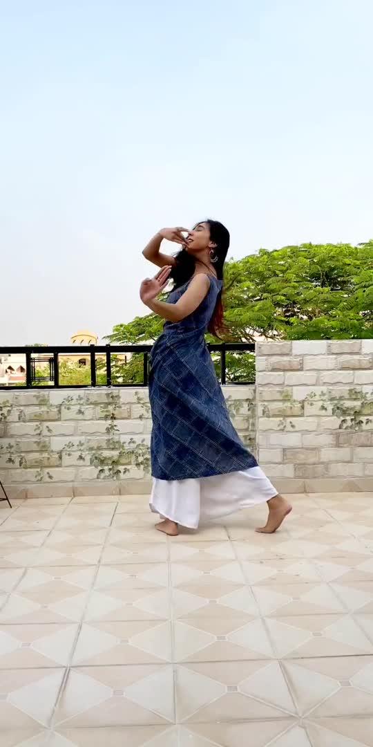 #zarazara #rhtdm #roposo #roposostar #roposobeats #dancingstar #dancer #kathak #kathakdancer #dancevideo #dancer #indian #indiandancer #classicaldance #bollywoodsong #aakritisharma #dancationbyaakriti