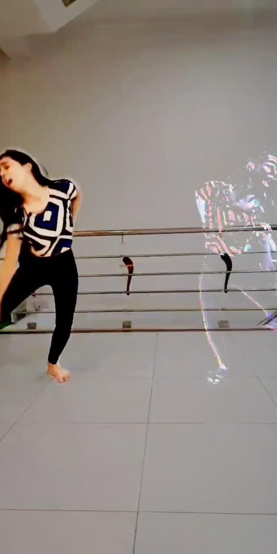 #harfunnmaula #bollywoodsong #bollywooddance #roposostar #roposo-beats #roposo #roposoindia #trendingvideo #dancevideo #indiandancer
