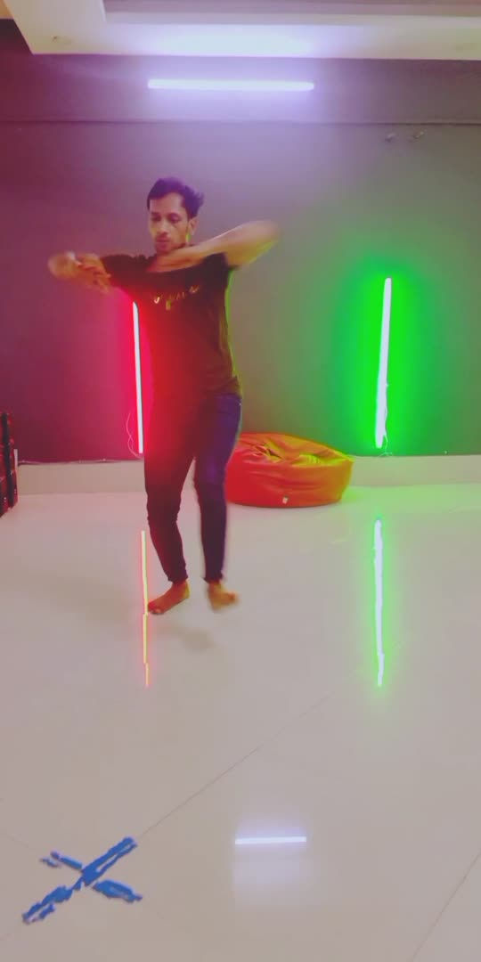 #filhaal2 #filhaalakahsykumarsong #contemporarydance #dance #dancevideo #roposo #roposostar #roposostarchannel #roposorisingstarchannel #viral #viralvideo #trendingvideo #trending